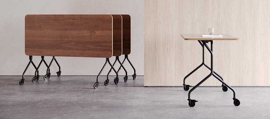 mesa pequena com rodinhas