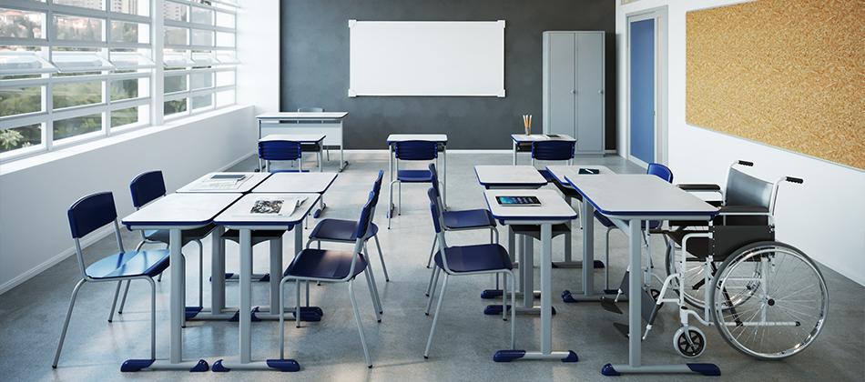 cadeiras e mesas de escola